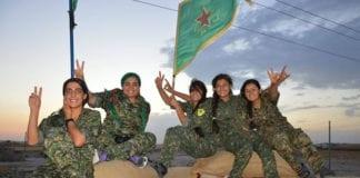 Οι Κούρδοι βομβάρδισαν τουρκική πόλη - Φωτιά σε πετρελαιοπηγές