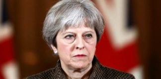 Brexit: Η Τερέζα Μέι ανέβαλε την ψηφοφορία