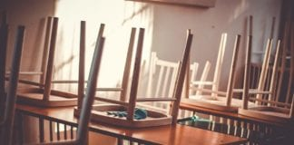 Ψώρα σε 4 σχολεία στη Θεσσαλονίκη! Ποια βάζουν λουκέτο Κλειστά σχολεία Παρασκευή 7 Φεβρουαρίου - Τι αποφάσισαν οι δήμαρχοι των πόλεων Αιτία είναι τόσο η κακοκαιρία όσο και η εποχική γρίπη Χριστούγεννα 2019: Πότε κλείνουν τα σχολεία - Σχολικές αργίες 2020 - Πότε θα χτυπήσει το τελευταίο κουδούνι για την φετεινή χρονιά Τρίτη 24 Σεπτεμβρίου 2019 - Απεργία - Κλειστά σχολεία Εκλογές 2019: Πότε κλείνουν τα σχολεία για τις δημοτικές εκλογές 2019 Κλειστά σχολεία Δευτέρα 14 Ιανουαρίου - Απεργία δασκάλων 17 Ιανουαρίου