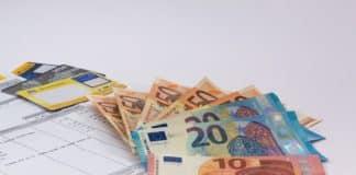Φορολογικές δηλώσεις: 6 στις 10 οικογένειες κάτω από 10.000€ Κατώτατος μισθός 2019 - Πόσο είναι ο βασικός μισθός 2019 τα καθαρά και το επίδομα ανεργίας ΟΑΕΔ
