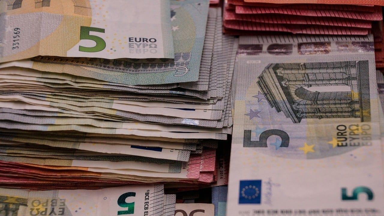 Συντάξεις Δεκεμβρίου 2019 Πληρωμή ΙΚΑ ΟΓΑ ΟΑΕΕ - Πότε μπαίνουν τα χρήματα στην τράπεζα- Κοινωνικό μέρισμα 2019 Πληρωμή συντάξεων Αυγούστου ΙΚΑ-Δημόσιο-Ένοπλες Δυνάμεις σήμερα ΟΠΕΚΑ προνοιακά επιδόματα: Πληρωμή στις 24/5 ΟΠΕΚΑ Α21 Πότε πληρώνει -Προνοιακά επιδόματα - Επίδομα παιδιού 2019