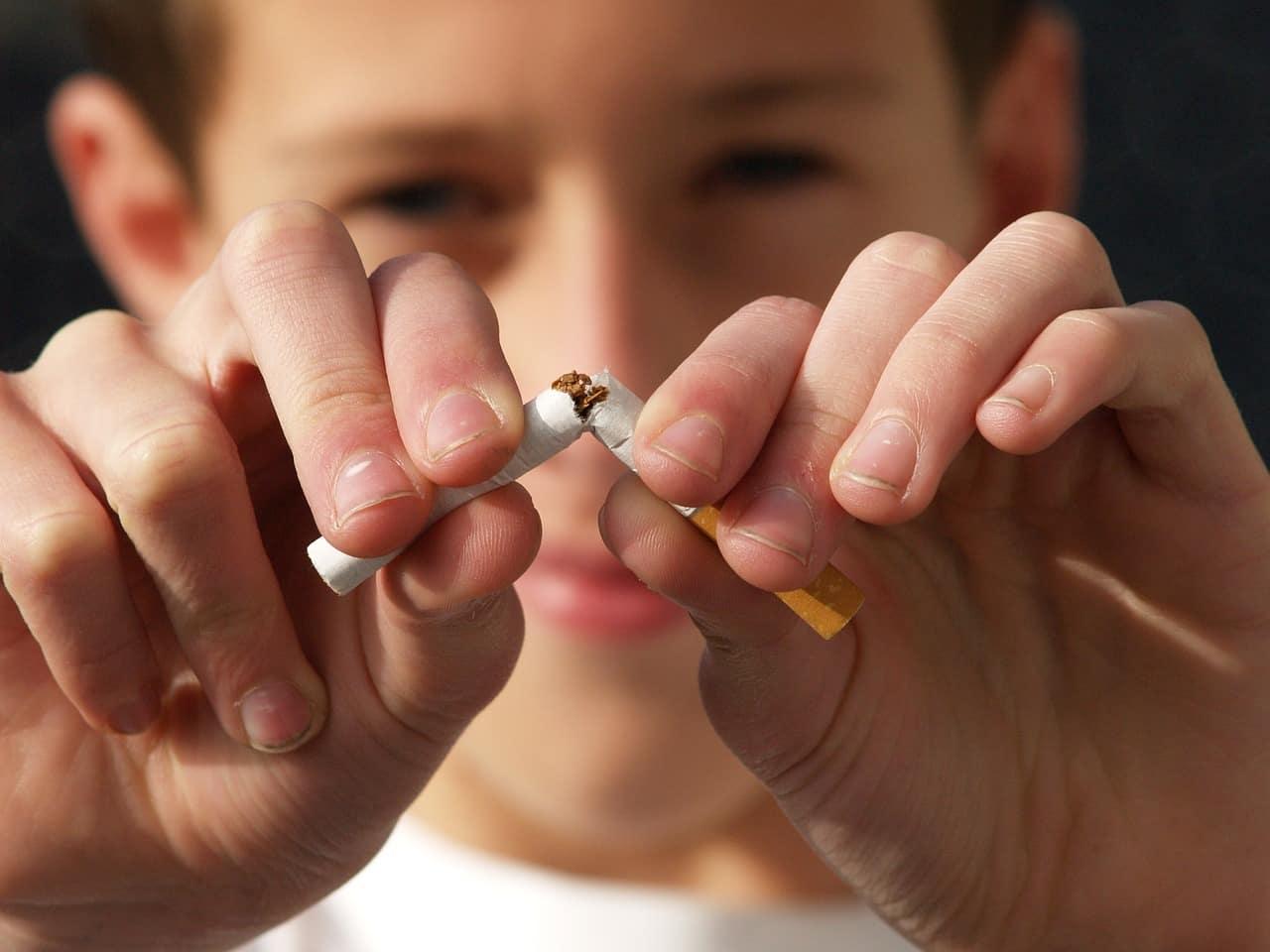 Απαγόρευση καπνίσματος: Ένστολοι θα κάνουν ελέγχους -Πρόστιμα φωτιά