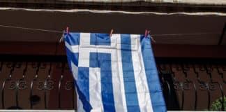 25η Μαρτίου: Τραγουδάμε τον Εθνικό ύμνο στα μπαλκόνια 28η Οκτωβρίου: Η ελληνική σημαία στα μπαλκόνια μας