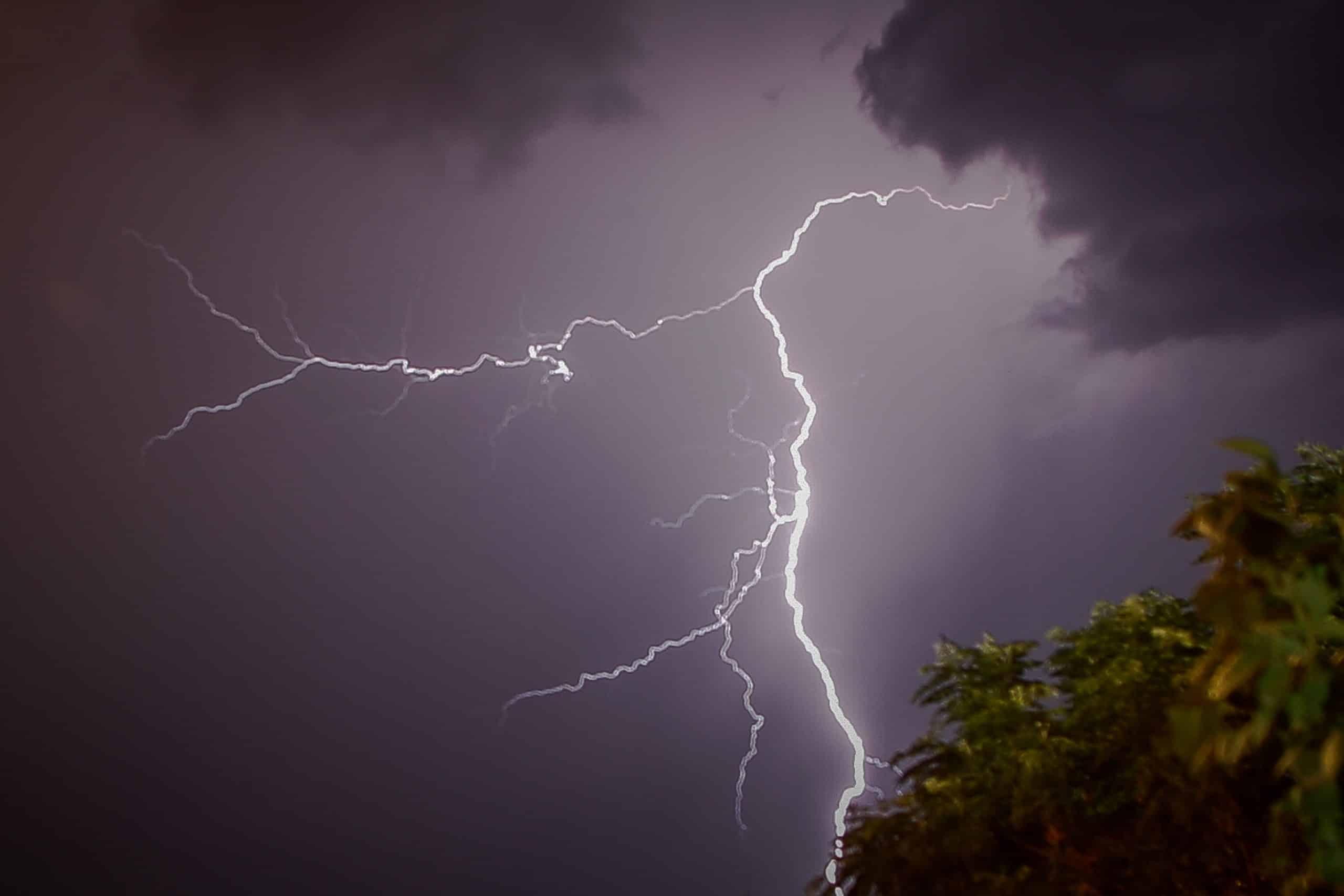 Καιρός: Ισχυρή καταιγίδα εκδηλώνεται αυτές τις ώρες στην Αττική και ήδη βρέχει καταρρακτωδώς στο κέντρο της Αθήνας. Ιανός: Έκτακτη ανάγκη σε Ηλεία, Ζάκυνθο, Κεφαλονιά και Ιθάκη Καταιγίδες ΤΩΡΑ στην Αττική - Πρόγνωση Καιρού για Τρίτη 26 Μαϊου Καιρός 24 Νοεμβρίου- Έκτακτο δελτίο Πρόγνωση - Κακοκαιρία Γηρυόνης Πού χτυπάει - Η πρόγνωση της υπηρεσίας Meteo