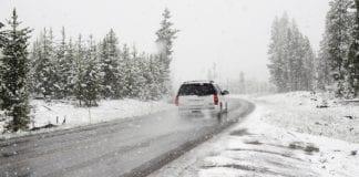 Πού χρειάζονται αλυσίδες - Εγκλωβίστηκαν μαθητές στα χιόνια
