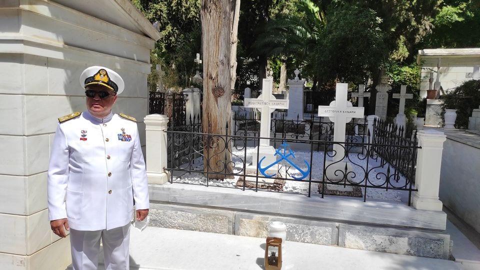 Πολεμικό Ναυτικό: Ο Αρχηγός ΓΕΝ στον τάφο του Κανάρη ΦΩΤΟ