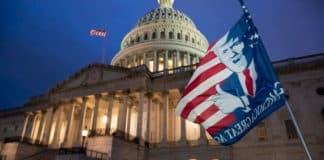 ΣΥΝΑΓΕΡΜΟΣ: Εκκενώνεται το Καπιτώλιο - Από το κτίριο βγαίνουν καπνοί LIVE εικόνα - Ακυρώθηκαν οι πρόβες της τελετής ορκωμοσίας Μπάιντεν Παραπομπή Τραμπ σε δίκη αποφάσισε η Βουλή των Αντιπροσώπων ΗΠΑ: Οι Γερουσιαστές ζητούν την άμεση καθαίρεση Τραμπ
