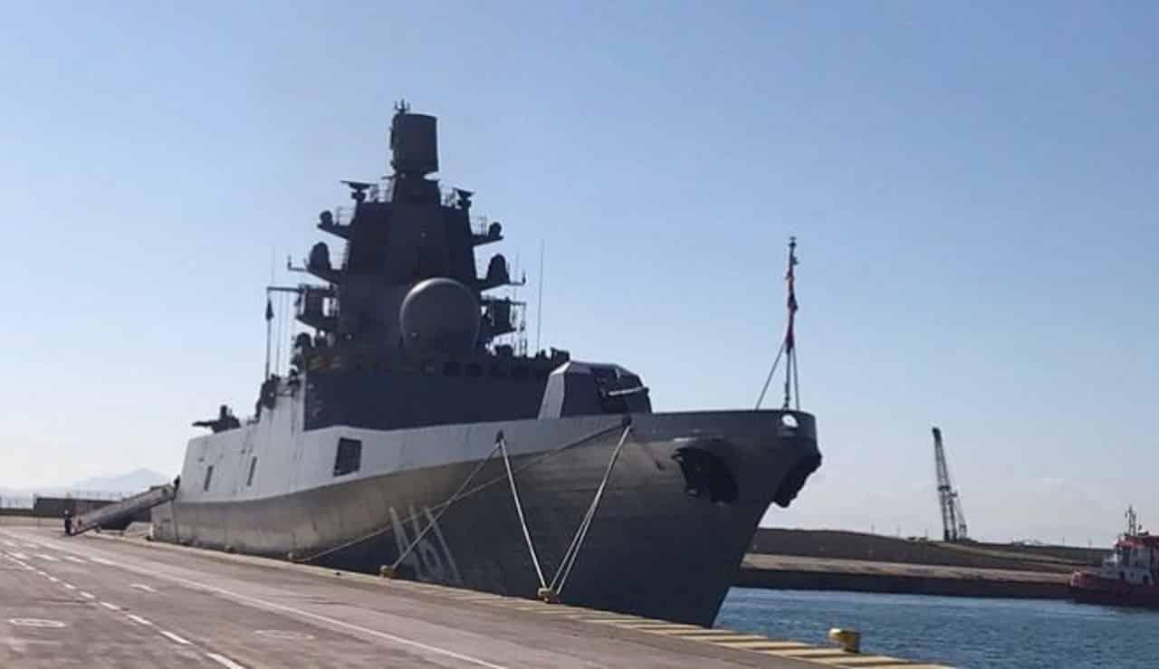 «Ναύαρχος Κασατόνοβ»: Η υπερσύγχρονη ρωσική φρεγάτα στον Πειραιά