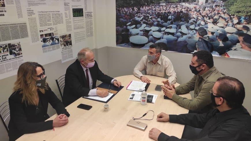 Ο βουλευτής ΝΔ Στέφανος Γκίκας ενημερώθηκε στα γραφεία της ΠΟΕΣ για τα θέματα που έχουν προτεραιότητα και τις διεκδικήσεις των στρατιωτικών