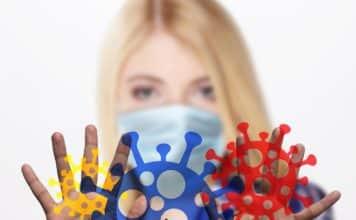μεγαλύτερη Διπλή μάσκα: Πώς τη φοράμε για μεγαλύτερη προστασία έως 80% - Το υλικό που αυξάνει την προστασία - Το λάθος που πρέπει να αποφύγετε