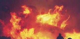 Λουτράκι: Ολονύκτια μάχη με τις φλόγες - Μυρίζει καμμένο στην Αθήνα