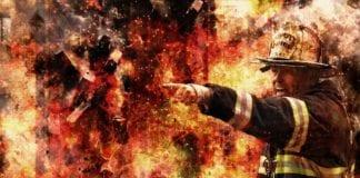 Η φωτιά στο Λουτράκι πάει προς Μέγαρα : Εκκενώνεται το Αλεποχώρι
