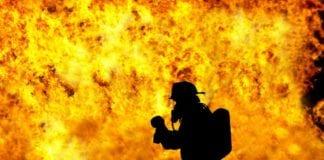 Φλέγεται η Κύπρος: Εκκενώνονται χωριά στη Λεμεσό και περιουσίες γίνονται στάχτη - Δύο πυροσβεστικά αεροσκάφη Canadair στέλνει η Ελλάδα