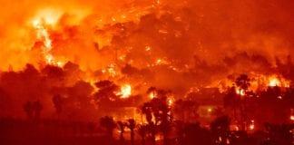Φωτιά στην Κορινθία: Δύσκολη και η αποψινή νύχτα - Πώς ξεκίνησε και έκαψε μέχρι στιγμής 20.000 στρέμματα - Δηλώσεις Χαρδαλιά
