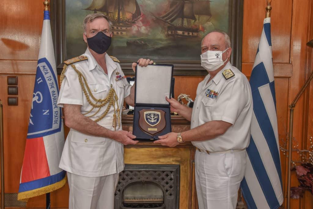 Φρεγάτες: Ο Αρχηγός ΓΕΝ συνάντησε τον Βρετανό Ναύαρχο στον Πειραιά